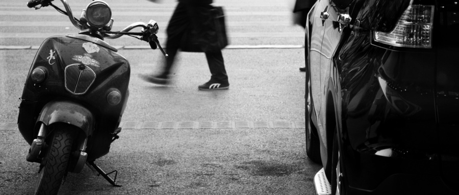 騎電動車刮了別人的車怎么辦