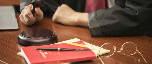 缺席判決的后果是什么